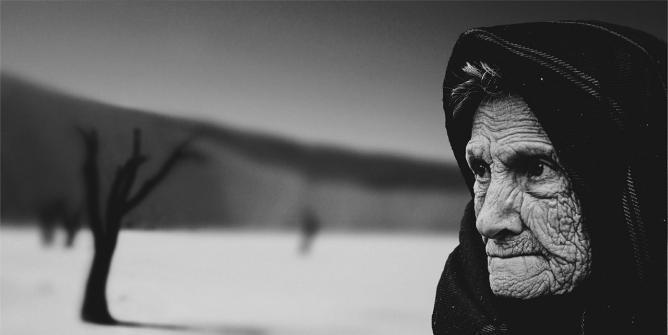Alte Frau mit Falten
